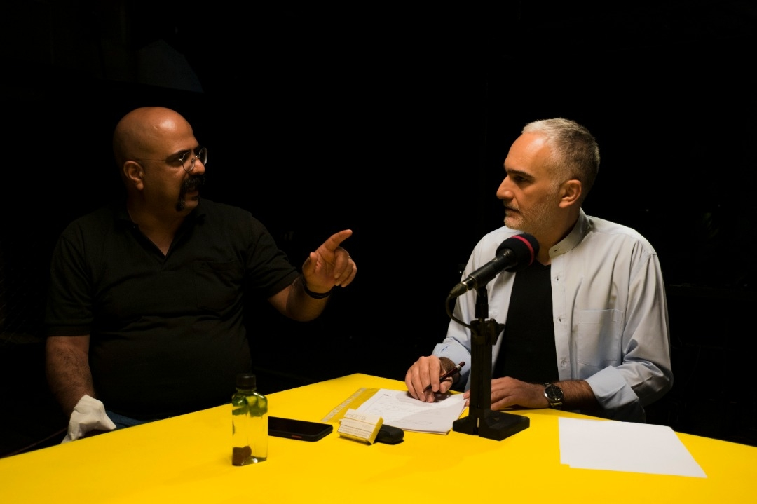 بیژن بنفشه خواه و حبیب نریمانی( کارگردان) در پشت صحنه مجموعه منار جنبون/ عکس از فرنوش رئوفی